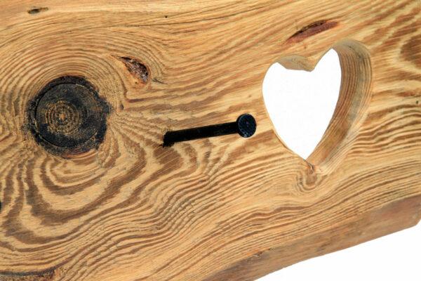 Edelalt - Garderobe aus Altholz Fichte mit süßen Herz Details - Nagel