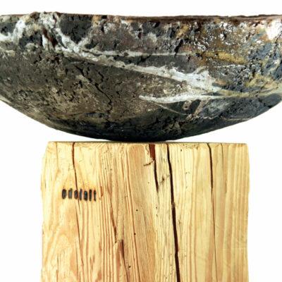 Edelalt - Stele mit Feuerschale - Balken aus Altholz Fichte Detail